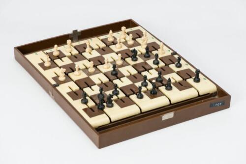 Zero-gravity chess set
