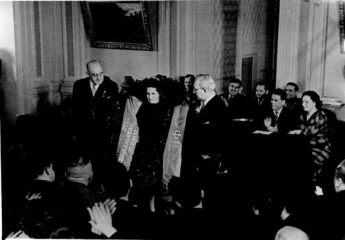 Rewarding the 3rd World Women's Champion Elizaveta Bykova in the Great Hall, 1960
