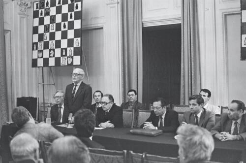 The 6th World Champion Mikhail Botvinnik is performing in the Great Hall of the Central Chess Club, 1991