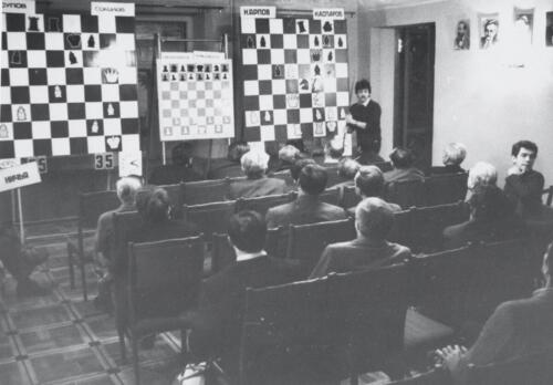 Sergey Janovsky is commenting on the games of the World Championship matches, 1986
