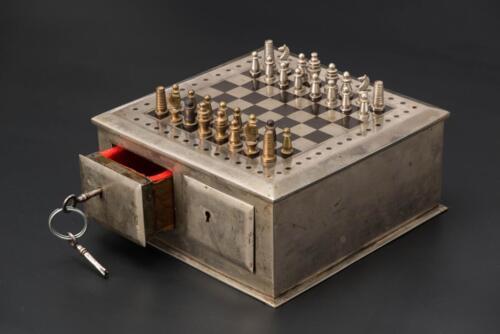 Первые дорожные магнитные шахматы. Сталь. Германия, конец XIX века
