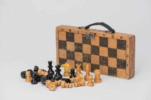 Шахматы, принадлежавшие в детстве двенадцатой чемпионке мира по шахматам среди женщин А. Костенюк, 1990.