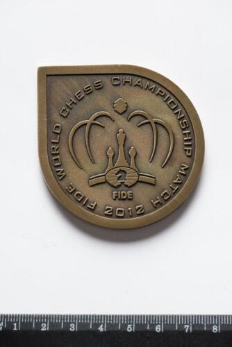 Памятная медаль матча на первенство мира между В. Анандом и Б. Гельфандом, проходившего в Третьяковской галерее. Москва, 2012
