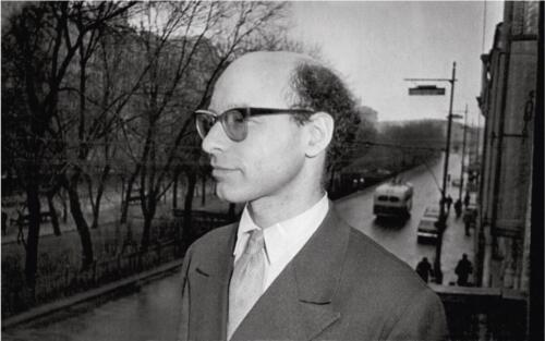 Марморный холл – балкон. Гроссмейстер Д. Бронштейн на балконе ЦШК. 1963